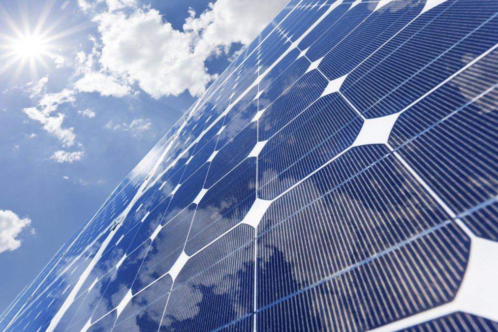 Университет Суррея делает прорыв в технологии перовскитных солнечных элементов