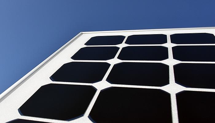 Первые полностью черные солнечные панели запущены в производство